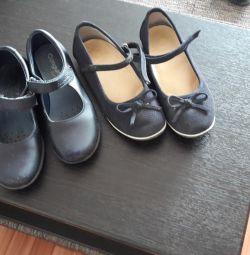 παπούτσια για ένα κορίτσι έως 15.03 δίνουν και τα δύο ζευγάρια για 300