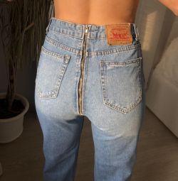 Jeans moms