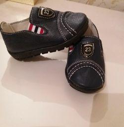 Pantofi noi