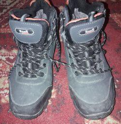 Χειμερινά πάνινα παπούτσια.