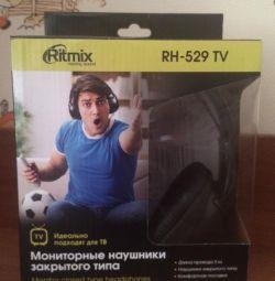 Closed monitor headphones