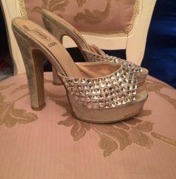 Pantofi de diferite dimensiuni