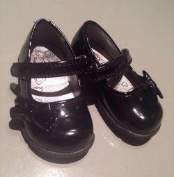 Туфли новые 13.5-14см