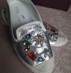 Papuci cu pietre