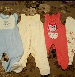 Sliders (corp fără mâneci) pentru o fată de 3-5 luni