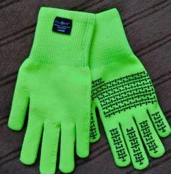 Noile mănuși impermeabile DexShell