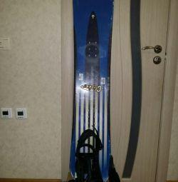 Snowboard 130 cm cu atașamente