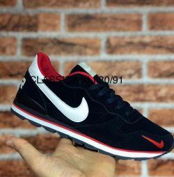Нові кросівки Nike р. 42, 43