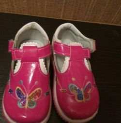 Shoes - sandals for the girl new
