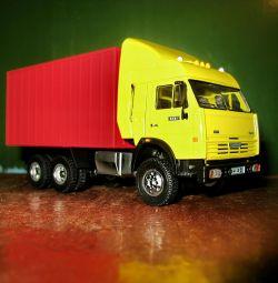Модель машины Камаз контейнер М1:43