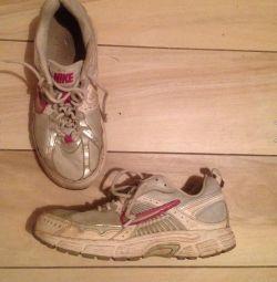 Кроссовки Nike, 35 размера,