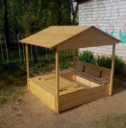 Песочница-домик с крышей