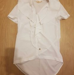 Blouse with long strings