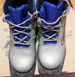 Лыжные ботинки размер 36.