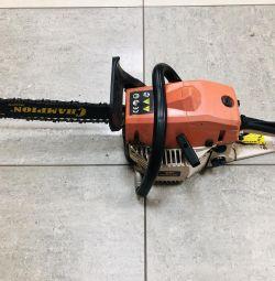 Gasoline chain saw (Chainsaw) attacker