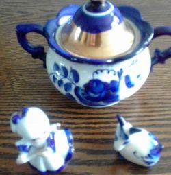 GZHEL. Sugar bowl and figures.