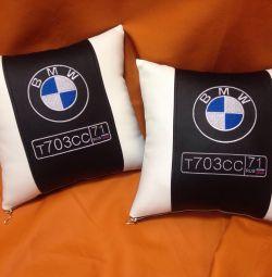 Подушка з логотипом Бмв