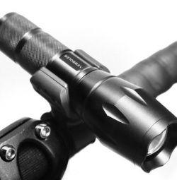 Мощный фонарь c велокреплением, новый, с 2 акк.