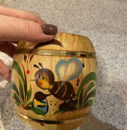 O găleată nouă pentru miere