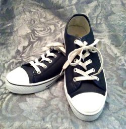 Spor ayakkabılar. Pp 38; 40; 41