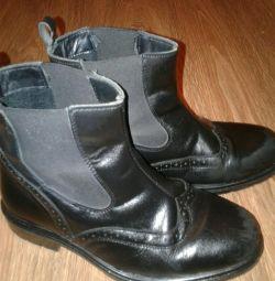 Boots are natural demi-season