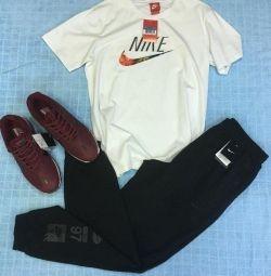Spor pantolonları Nike, yeni