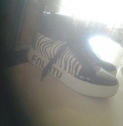 Pantofi lăcuți
