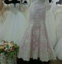 нове весільну пудровим