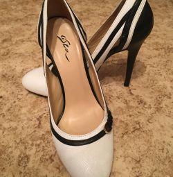 Shoes. 36