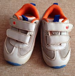 Spor ayakkabısı 12 cm