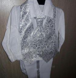 Costum elegant pentru un băiat