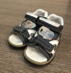 Τα σανδάλια πρώτα βήματα