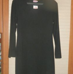 Το φόρεμα είναι πλεκτό νέο