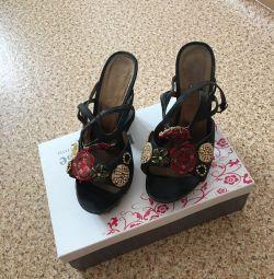 Sandale mascotte