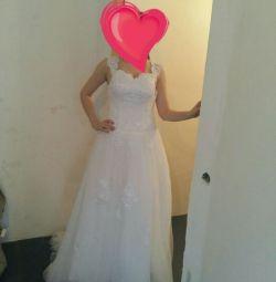 Нове весільну сукню