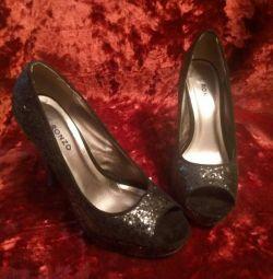 Black shiny shoes