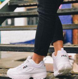 Πουλήστε έως και -70% αθλητικά παπούτσια Fila
