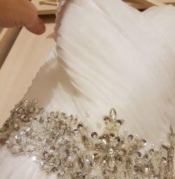 Свадебное платье с шубкой и перчатками