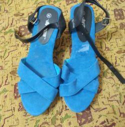 Yeni bir kama üzerinde sandalet