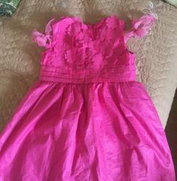 Κομψό φόρεμα για το κορίτσι