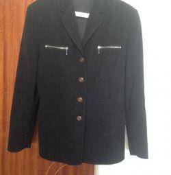 Продам модный брючной костюм черный
