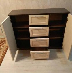 Piept de sertare în camera de zi