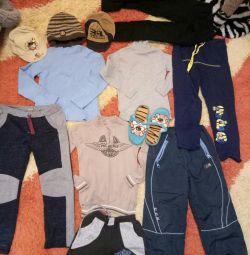 Παντελόνια, παντελόνια, μπλούζες, μπουφάν, καπέλα, καπέλα, αθλητικά παπούτσια