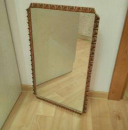 Зеркало в рамке.