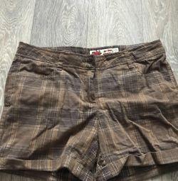Pantaloni scurți pentru femei