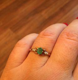 Inel de aur cu diamant și smarald