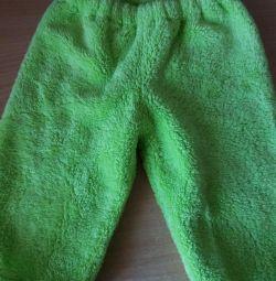 Costumul este pentru copii, cald