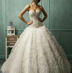Свадебное платье с юбкой из цветов Rebecca Amelia