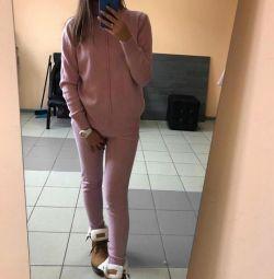 Νέα ζεστά κοστούμια