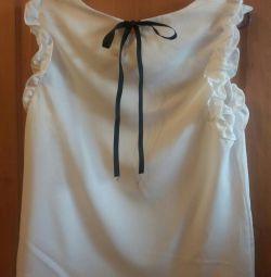Біла блуза